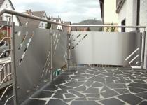 Balkon aus Edelstahlplatten