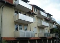 Balkone aus Edelstahl mit Lochblechen