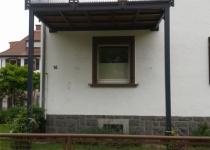 Balkon mit Lochblechelementen