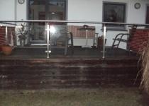Geländer mit Edelstahlhandlauf, Füllung mittels Glas