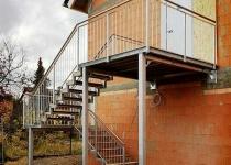 Treppenaufgang aus verzinktem Stahl