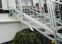 Feuerverzinkte Außentreppe mit Balkongeländer, Edelstahlhandlauf