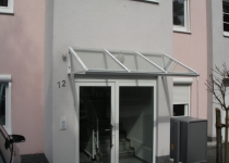 Haustürüberdachung aus Glas