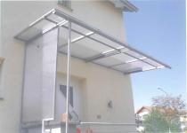 Überdachung von Haustür mit seitlichem Wetterschutz