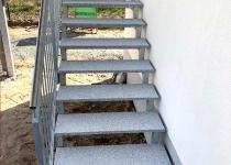 Treppe Edelstahl mit Granitplatten