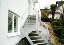 Feuerverzinkte Außentreppe mit Laufsteg